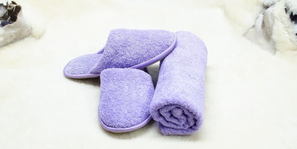 Тапочки и полотенце